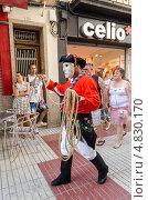 Карнавальное шествие в городе Калелья. Испания. (2013 год). Редакционное фото, фотограф Марат Сабиров / Фотобанк Лори