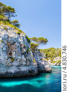 Скалы в районе пляжа Макарелла, Мкнорка, Испания (2013 год). Стоковое фото, фотограф Александр Юркинский / Фотобанк Лори