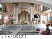 Купить «Молельный зал в центре бхакти-йоги. Посёлок Лахта. Санкт-Петербург», эксклюзивное фото № 4833318, снято 30 июня 2013 г. (c) Румянцева Наталия / Фотобанк Лори