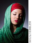 Купить «Красивая девушка в мусульманской одежде», фото № 4840310, снято 10 апреля 2013 г. (c) Elnur / Фотобанк Лори