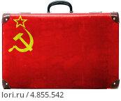Купить «Изображенный на старом потертом чемодане флаг СССР», фото № 4855542, снято 17 июня 2019 г. (c) Клинц Алексей / Фотобанк Лори