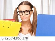Купить «Счастливая молодая женщина в офисе с папками в руках», фото № 4860378, снято 6 июня 2010 г. (c) Syda Productions / Фотобанк Лори