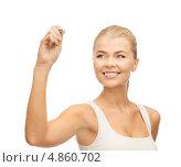 Купить «Красивая стройная девушка в белой футболке что-то пишет в воздухе», фото № 4860702, снято 23 марта 2013 г. (c) Syda Productions / Фотобанк Лори