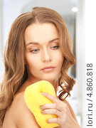 Купить «Красивая девушка в желтой губкой принимает душ», фото № 4860818, снято 10 октября 2010 г. (c) Syda Productions / Фотобанк Лори
