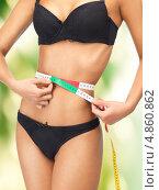 Купить «Стройная счастливая девушка с сантиметром для измерения объемов тела», фото № 4860862, снято 12 июня 2012 г. (c) Syda Productions / Фотобанк Лори