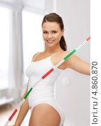 Купить «Стройная счастливая девушка с сантиметром для измерения объемов тела», фото № 4860870, снято 16 июля 2011 г. (c) Syda Productions / Фотобанк Лори