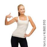 Купить «Красивая стройная девушка в белой футболке», фото № 4860910, снято 23 марта 2013 г. (c) Syda Productions / Фотобанк Лори