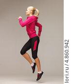 Купить «Спортивная девушка бежит на месте», фото № 4860942, снято 23 марта 2013 г. (c) Syda Productions / Фотобанк Лори