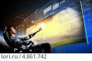 Купить «Молодой мужчина прикасается пальцем к кнопке на интерактивном трехмерном экране», фото № 4861742, снято 23 марта 2019 г. (c) Sergey Nivens / Фотобанк Лори