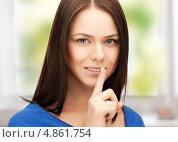 Купить «Девушка прижимает палец к губам и просит сохранить тайну», фото № 4861754, снято 2 апреля 2011 г. (c) Syda Productions / Фотобанк Лори