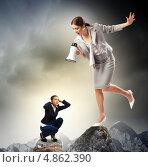 Строгий выговор. Руководитель с мегафоном кричит на присевшего испуганного подчиненного. Стоковое фото, фотограф Sergey Nivens / Фотобанк Лори