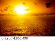 Красивый закат над морем. Стоковое фото, фотограф Игорь Чайковский / Фотобанк Лори