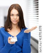Купить «Расстроенная девушка с евро в руках», фото № 4870878, снято 17 июня 2019 г. (c) Syda Productions / Фотобанк Лори