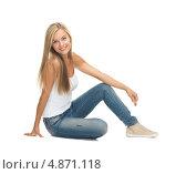 Купить «Красивая счастливая блондинка в джинсах на белом фоне», фото № 4871118, снято 30 марта 2013 г. (c) Syda Productions / Фотобанк Лори