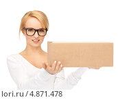 Купить «Девушка в очках с посылкой в руке», фото № 4871478, снято 12 февраля 2011 г. (c) Syda Productions / Фотобанк Лори