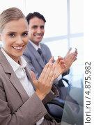 Купить «Изображение аплодирующей бизнес-команды», фото № 4875982, снято 2 ноября 2011 г. (c) Wavebreak Media / Фотобанк Лори