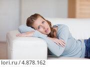 Купить «Молодая женщина отдыхает на диване», фото № 4878162, снято 1 ноября 2011 г. (c) Wavebreak Media / Фотобанк Лори