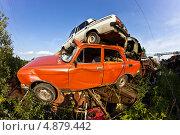 Купить «Свалка автомобилей», фото № 4879442, снято 13 июля 2013 г. (c) Sashenkov89 / Фотобанк Лори