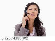 Купить «Бизнес-леди в наушниках слушает абонента», фото № 4880902, снято 9 ноября 2011 г. (c) Wavebreak Media / Фотобанк Лори