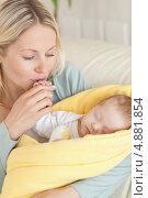 Купить «Крупный план, мама радуется своему малышу», фото № 4881854, снято 31 октября 2011 г. (c) Wavebreak Media / Фотобанк Лори