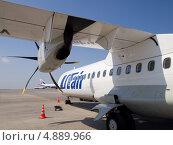 """Купить «Фрагмент самолета ATR 72, авиакомпания """"ЮТэйр""""», фото № 4889966, снято 18 мая 2013 г. (c) Вячеслав Палес / Фотобанк Лори"""