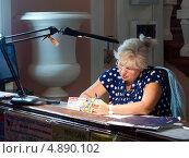Купить «Вахтер за работой», эксклюзивное фото № 4890102, снято 2 июня 2013 г. (c) Вячеслав Палес / Фотобанк Лори