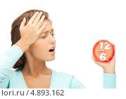 Купить «Опаздывающая девушка с ужасом смотрит на будильник», фото № 4893162, снято 28 августа 2011 г. (c) Syda Productions / Фотобанк Лори