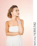 Купить «Красивая девушка с широким браслетом на руке», фото № 4893542, снято 17 марта 2013 г. (c) Syda Productions / Фотобанк Лори