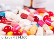 Купить «Разноцветные таблетки и капсулы», фото № 4894630, снято 20 января 2013 г. (c) Никончук Алексей / Фотобанк Лори