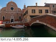 Купить «Мост через канал в Венеции», фото № 4895266, снято 2 октября 2012 г. (c) Francesco Perre / Фотобанк Лори