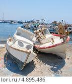 Купить «Две старые лодки на берегу», фото № 4895486, снято 8 июля 2012 г. (c) Алексей Бекетов / Фотобанк Лори