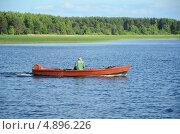 Купить «Рыбак на озере Селигер», эксклюзивное фото № 4896226, снято 23 июня 2013 г. (c) Елена Коромыслова / Фотобанк Лори