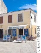 Купить «Туристическое  агентство. Фажана, Хорватия», фото № 4896834, снято 17 августа 2012 г. (c) Николай Коржов / Фотобанк Лори