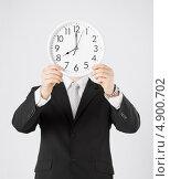 Купить «Бизнесмен в костюме с белыми настенными часами», фото № 4900702, снято 21 марта 2013 г. (c) Syda Productions / Фотобанк Лори