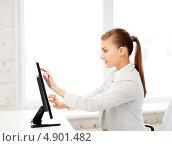 Купить «Девушка работает за компьютером с тачскрином», фото № 4901482, снято 1 июня 2013 г. (c) Syda Productions / Фотобанк Лори