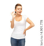 Купить «Красивая юная девушка в футболке и джинсах на белом фоне», фото № 4901778, снято 1 июня 2013 г. (c) Syda Productions / Фотобанк Лори