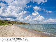 Купить «Облака над пляжем на Цимлянском водохранилище», фото № 4906198, снято 31 мая 2013 г. (c) Борис Панасюк / Фотобанк Лори