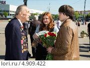 Купить «Общение с ветераном. 9 мая 2013 года», эксклюзивное фото № 4909422, снято 9 мая 2013 г. (c) Михаил Ворожцов / Фотобанк Лори