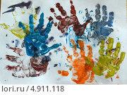 Детский рисунок ладошками. Стоковое фото, фотограф Наталья Романова / Фотобанк Лори