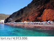 Купить «Красный пляж острова Санторини, Греция», фото № 4913006, снято 5 сентября 2010 г. (c) ElenArt / Фотобанк Лори