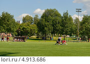 Соревнование по лакроссу на траве. Ответственный момент (2013 год). Редакционное фото, фотограф Валерия Попова / Фотобанк Лори