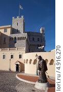 Купить «Княжество Монако. Памятник Франческо Гримальди», фото № 4916270, снято 16 января 2013 г. (c) Евгения Фашаян / Фотобанк Лори