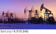 Купить «Нефтяные насосы на фоне зимнего заката», фото № 4918846, снято 17 ноября 2012 г. (c) bashta / Фотобанк Лори