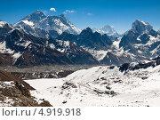 Купить «Гималайские вершины в ясный солнечный день. Вид со стороны перевала Ренджо Ла», фото № 4919918, снято 8 апреля 2013 г. (c) Оксана Гильман / Фотобанк Лори
