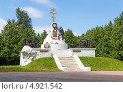 Купить «Памятник героям войны 1812 года. Малоярославец. Калужская область.», эксклюзивное фото № 4921542, снято 29 июля 2013 г. (c) Сергей Лаврентьев / Фотобанк Лори