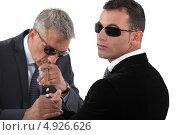Купить «Охранник дает прикурить сигару боссу», фото № 4926626, снято 2 мая 2011 г. (c) Phovoir Images / Фотобанк Лори