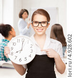 Купить «Счастливая молодая женщина показывает время на часах», фото № 4928602, снято 30 мая 2010 г. (c) Syda Productions / Фотобанк Лори