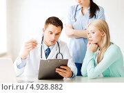 Купить «Медсестра помогает доктору осматривать пациентку в клинике», фото № 4928882, снято 18 мая 2013 г. (c) Syda Productions / Фотобанк Лори