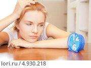 Купить «Девушка нервничает из-за недостатка времени», фото № 4930218, снято 3 июля 2012 г. (c) Syda Productions / Фотобанк Лори