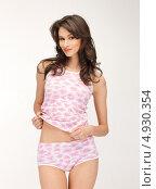 Купить «Соблазнительная девушка в розовой короткой пижаме», фото № 4930354, снято 9 мая 2012 г. (c) Syda Productions / Фотобанк Лори